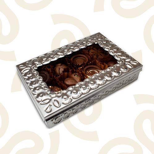Caja de hojalata con 15 chocolates rellenos