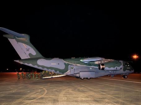 Embraer KC-390 de la FAB lanza paracaidistas durante el Ejercicio Operativo Culminating