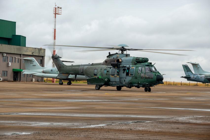 El Airbus Helicopters H225M es actualmente el helicóptero más grande en servicio en la FAB y el único tipo con capacidad de reabastecimiento de combustible en vuelo restringida a unos pocos de la flota. Foto: João Paulo Moralez