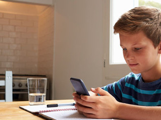 Managing Screen Time While Kids Are Home From School