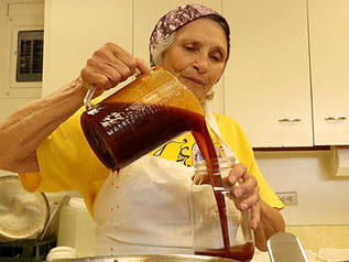 "Pauline's BBQ Sauce: ""It was just God, my two-wheeled dolly and me"""