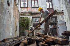 Atividades da construção civil são liberadas em Porto Alegre; demais setores seguem fechados