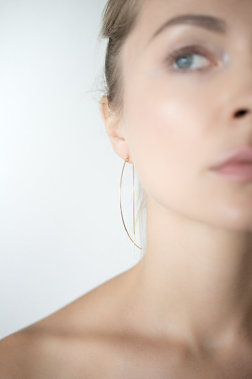 Half moon big earrings with box chain