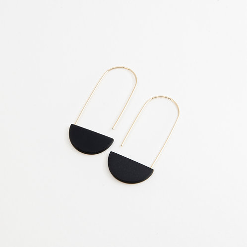 Semi-oval minimalistic earrings with black porcelain piece