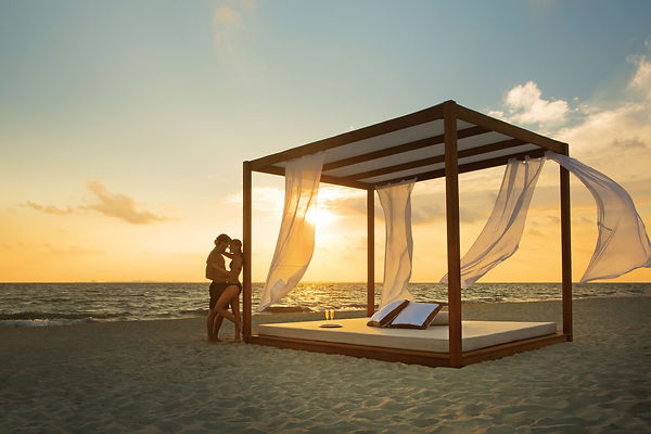 SECPM_EXT_Couple_BaliBeachBed1_1A.jpg