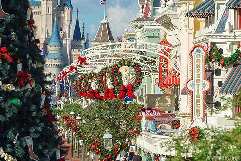 Holidays-at-the-Magic-Kingdom_Full_31501