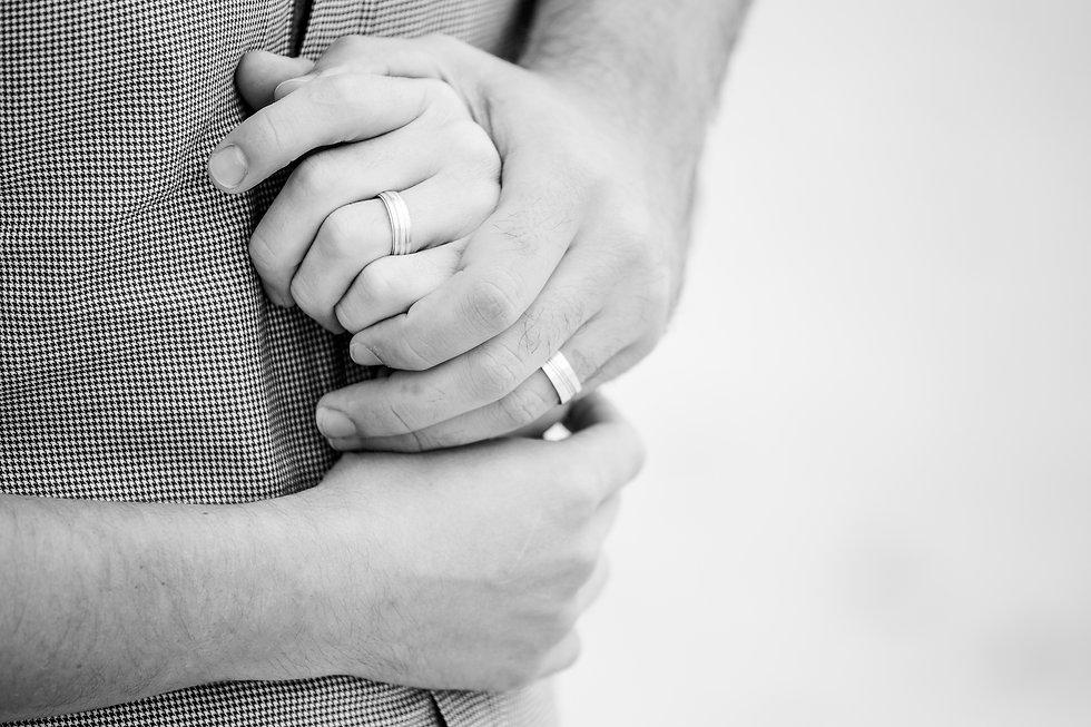 Moderne Familien halten Hände