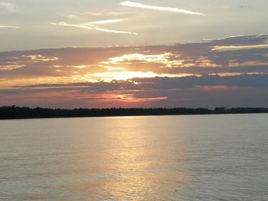 Sonnenuntergang Flussbestattung