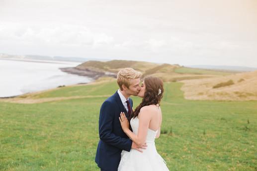 couple kissing, uk elopement