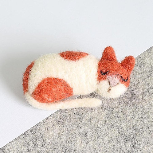 Needle Felting Kit | Snoozing Cat Brooch