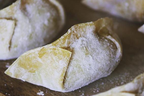#taiwanesestyle #goodtoeatdumplings #ilovedumplings #dumplings #eatdumplings #shrimpdumplings #porkdumplings _foragekitchen