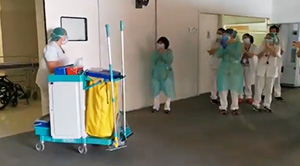 w9852-hospital-staff-cheers-for-cleaning