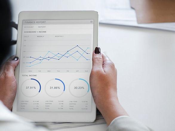 analysis-businesswoman-chart-955447-786x