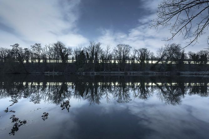 Lac de Vigneux et RER D sous la Lune