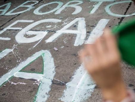 """Realizan """"puentazo"""" por """"aborto legal 2020"""" en la bajada de la Autopista Buenos Aires-La Plata"""