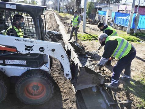 Avanzan obras de agua, cloacas y alumbrado público en tres distritos bonaerenses