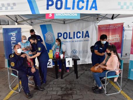 Comenzaron a vacunar al personal de las fuerzas de seguridad en la provincia de Buenos Aires
