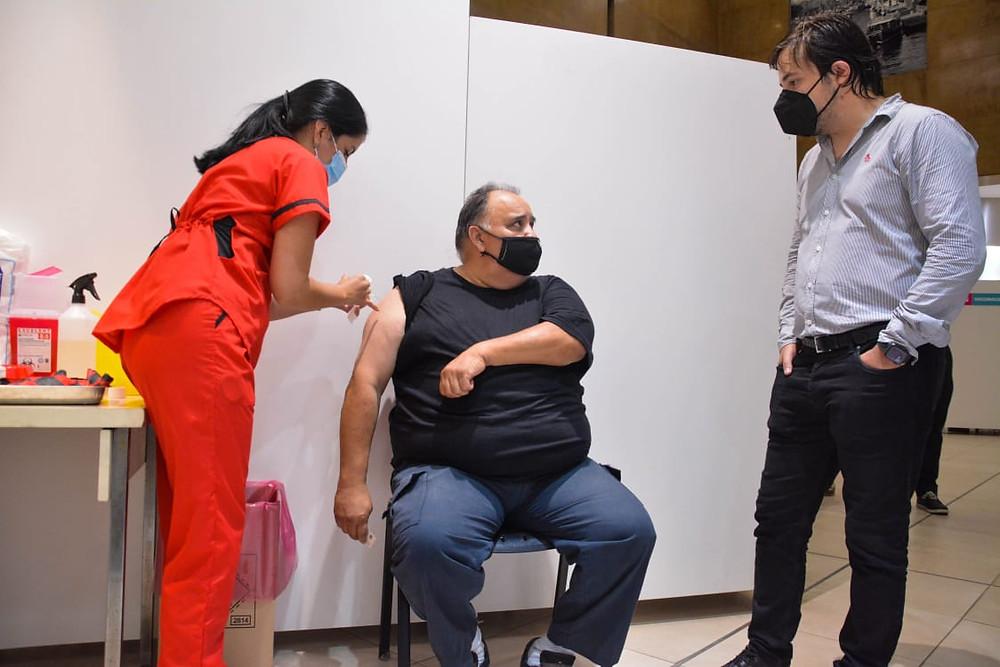 El Viceministro Kreplak supervisó el operativo de vacunación en la Casa de PBA en la Ciudad de Buenos Aires.