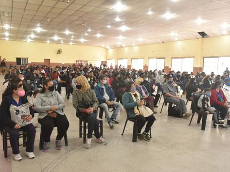 El gobierno de Kicillof avanza con la entrega de escrituras a familias de bajos recursos