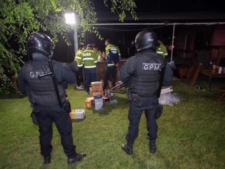 Pilar | Desbaratan una fiesta clandestina en pleno día y con 250 personas