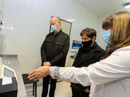 Ezeiza   Kicillof visitó el laboratorio del hospital Eurnekian