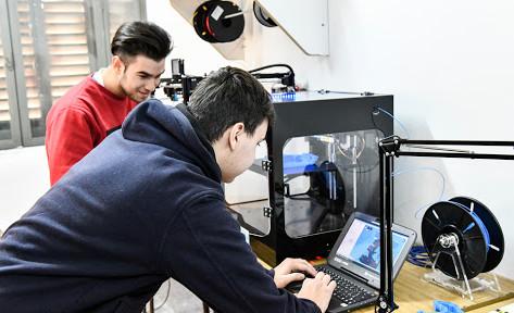 Centros de Formación Laboral realizan barbijos y mascarillas con impresoras 3D