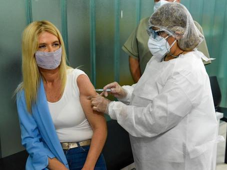 Magario recibió la primera dosis de Sputnik V en un hospital de Malvinas Argentinas