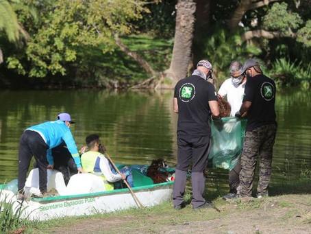 La Plata | Extraen 150 kilos de residuos al limpiar tradicional Lago del Bosque