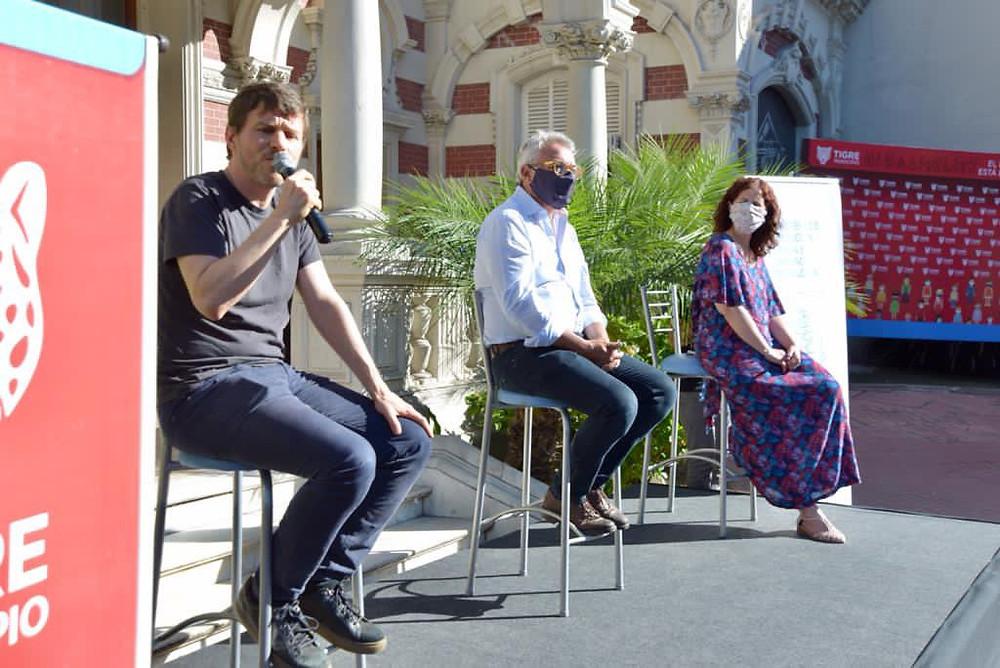 Ministro Augusto Costa junto al Intendente de Tigre, Julio Zamora, y la Ministra de Comunicación Pública, Jésica Rey.