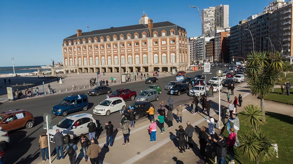 Ciudadanos marchan en distintos puntos del pais para manifestarse en contra de las políticas adoptadas por el Gobierno Nacional, en la lucha contra la pandemia Covid-19.