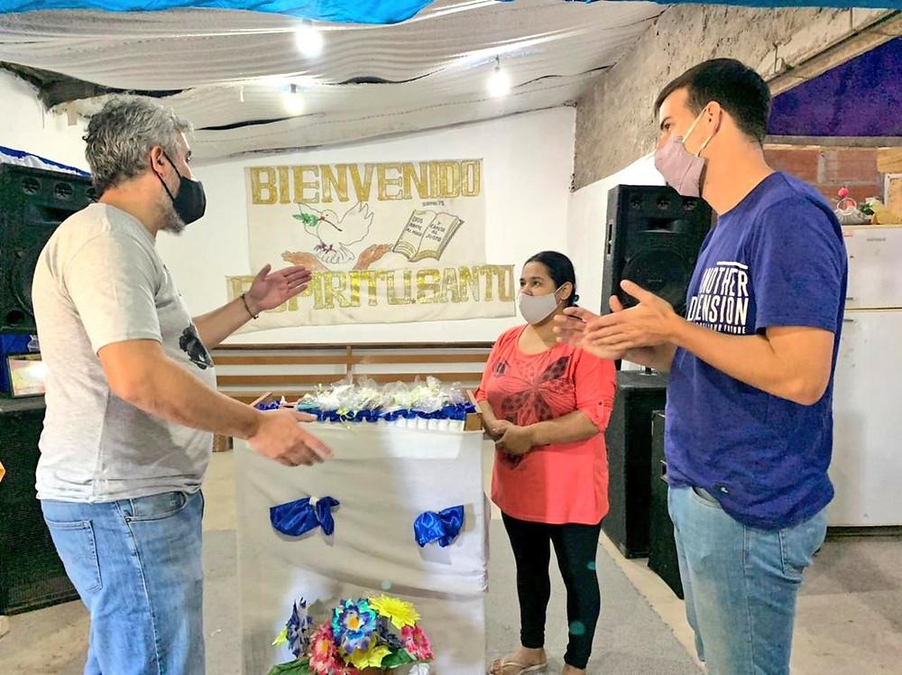 Parte de la Producción fue entregada por autoridades municipales a la Iglesia 'Siervos del Reino' de Villa Rosario y el Ministerio 'Abba Padre' de Villa Cerrito.