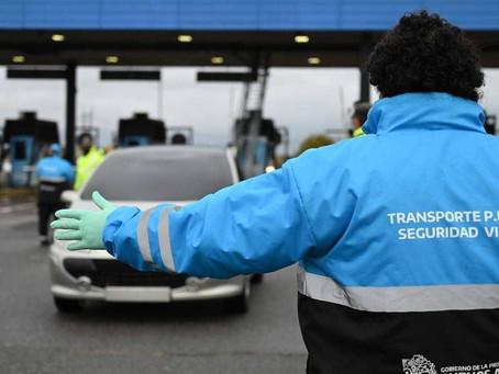 Demoras en el tránsito por los estrictos controles vehiculares en los accesos a la Ciudad