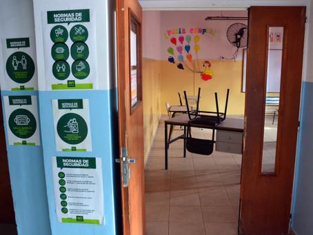 Testeos en las escuelas para detectar casos asintomáticos en docentes y auxiliares