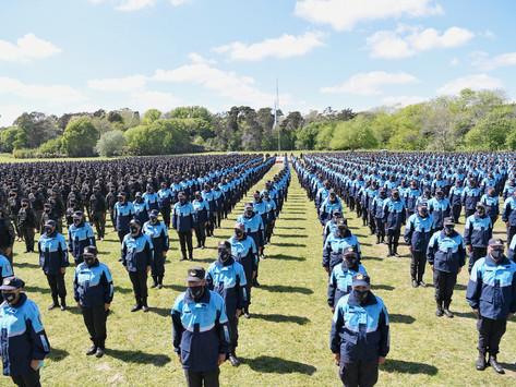 Kicillof tomó juramento a la bandera nacional a cadetes egresados de la Policía de la Provincia
