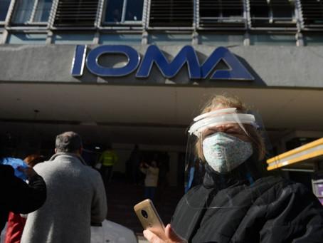 Intiman a los médicos platenses a no interrumpir la cobertura a afiliados de IOMA