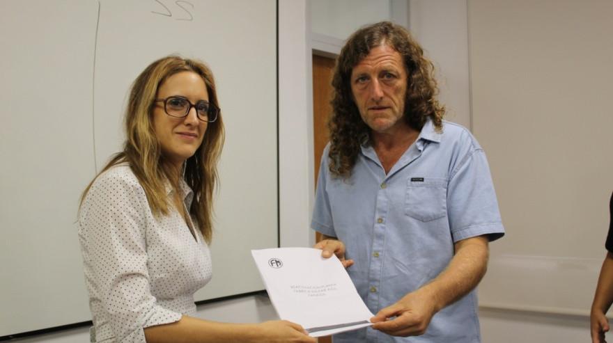 Ministra de Trabajo, Mara Ruiz Malec junto al secretario general de ATE provincial, Oscar De Isasi.