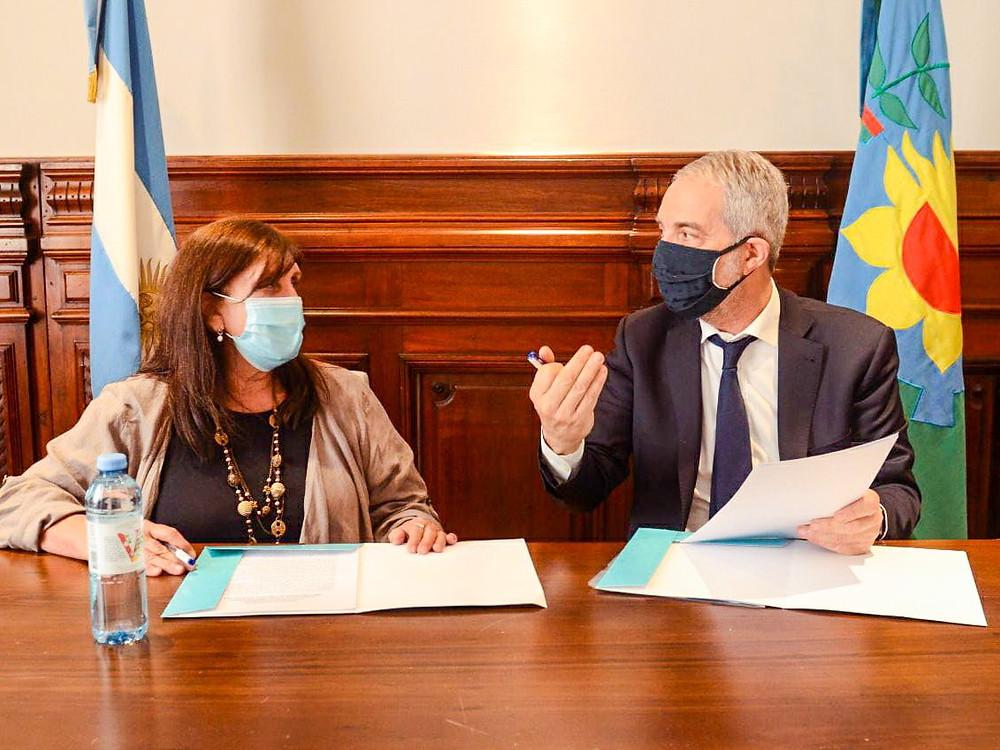 Ministro de Justicia, Julio Alak, junto a la Ministra de Gobierno, Teresa García.