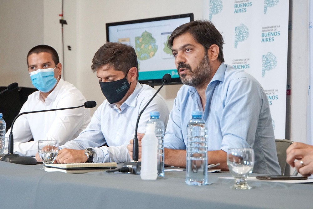 Carlos Bianco, junto al Gobernador Kicillof y al Intendente del Partido de La Costa, Cristian Cardozo.
