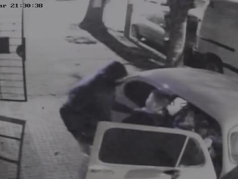 La Plata   Mató a un ladrón de 15 años que amenazó a sus hijos y quiso robar en una casa