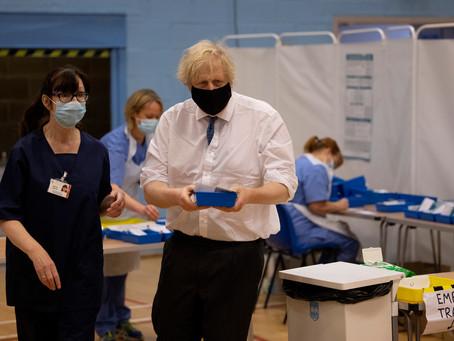 Reino Unido   Boris Johnson promete vacunar a todos los adultos antes de agosto