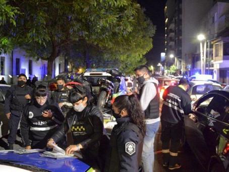 La Plata | Desarticulan 13 fiestas clandestinas durante el fin de semana en casas y bares