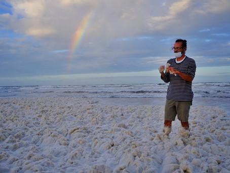 Mar del Plata | Las playas se cubrieron con una densa espuma marina