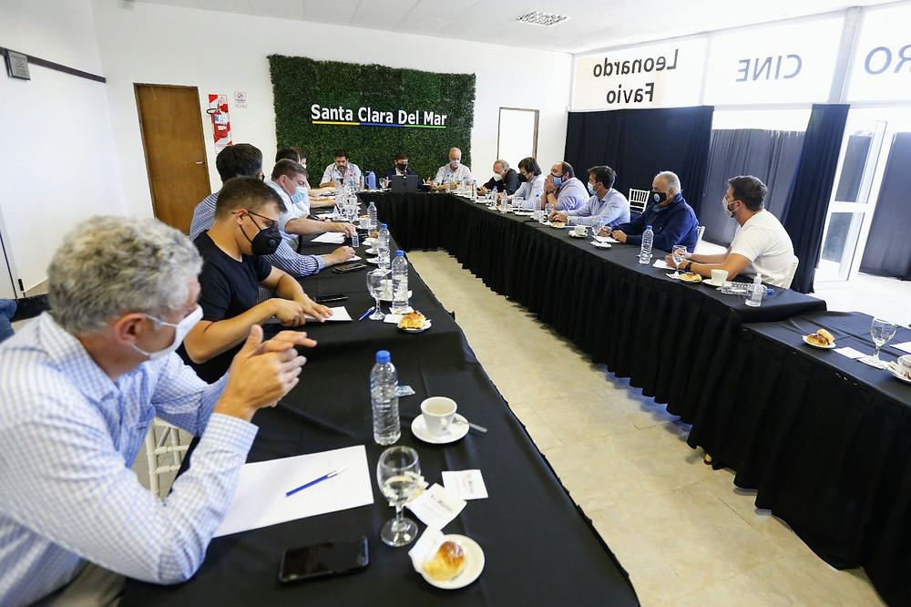 Kicillof se reunió con Intendentes de municipios de la Costa Atlántica.