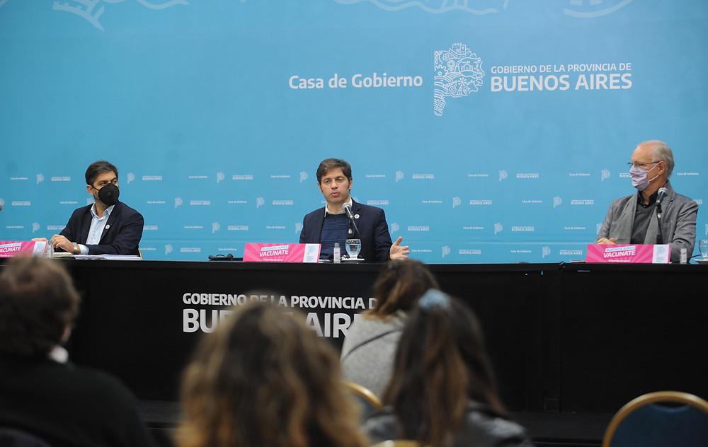 El Gobernador Kicillof brindó una conferencia de prensa, desde el salón Dorado de la Gobernación bonaerense, acompañado por los Ministros Carlos Bianco y Daniel Gollan.