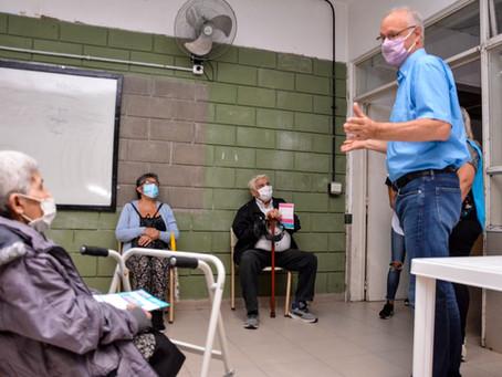 """Gollan supervisó operativo en Quilmes: """"Se inscribieron, esperaron su turno y se están vacunando"""""""