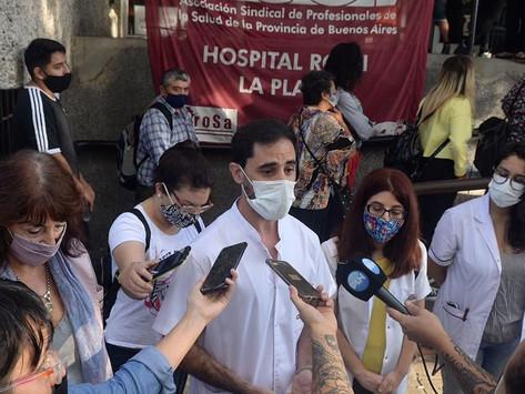 Médicos realizan paro de 24 horas en reclamo de aumento salarial