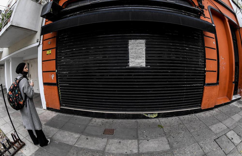 El dueño de un comercio de la Ciudad con permiso para la venta al público cerró sus puertas luego de confirmarse dos casos de COVID-19 asintomáticos.