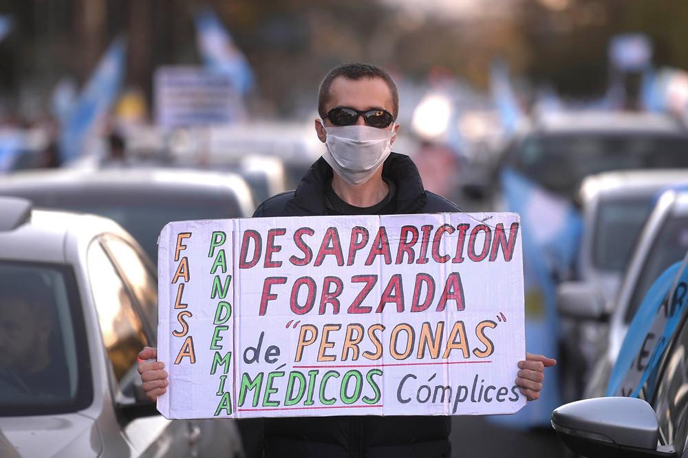 Ciudadanos se manifiestan en el Obelisco, en protesta de las medidas tomadas por el Gobierno Nacional en la lucha por la pandemia Covid-19.