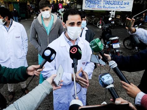 """Preocupa la """"sobrecarga laboral"""" de los médicos por el """"aumento exponencial de contagios"""" de covid"""