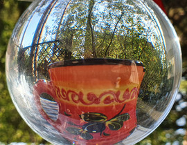 Ramona_Glaskugel im Garten 1